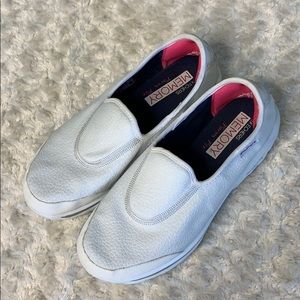 Skechers memory form fit white shoes